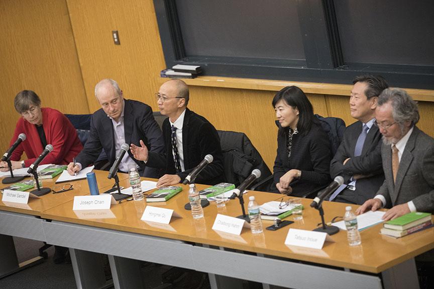 Elizabeth Perry, Michael Sandel, Joseph Chan, Qu Hongmei, Hahm Chaibong, Inoue Tatsuo (Credit: Kris Snibbe/Harvard University)